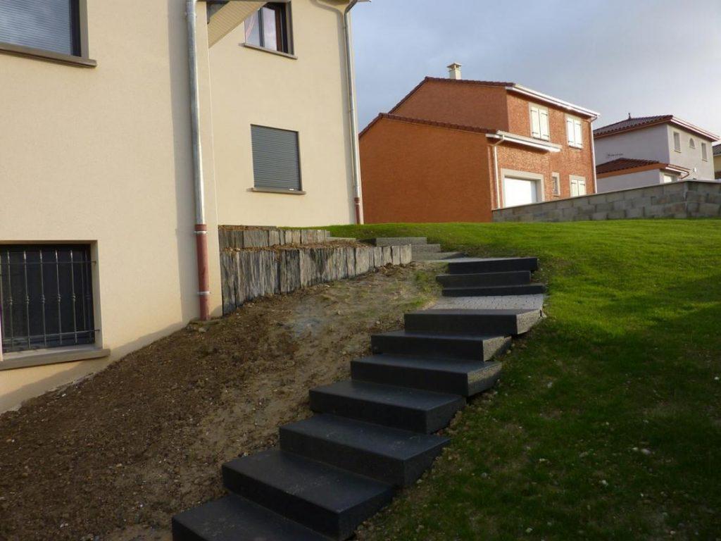Terrasse dallage escalier paysages floreal for Bloc marche escalier