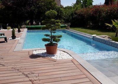 Tour de piscine en bois composite